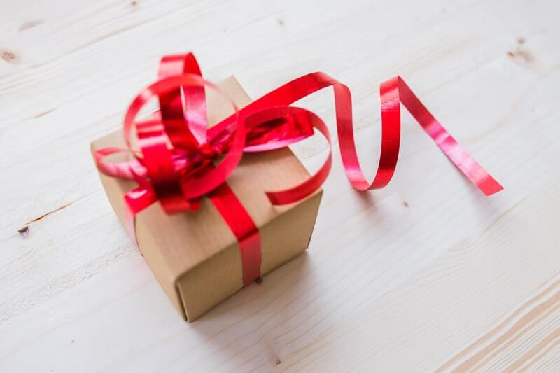 Top reasons to give gifts to your customers